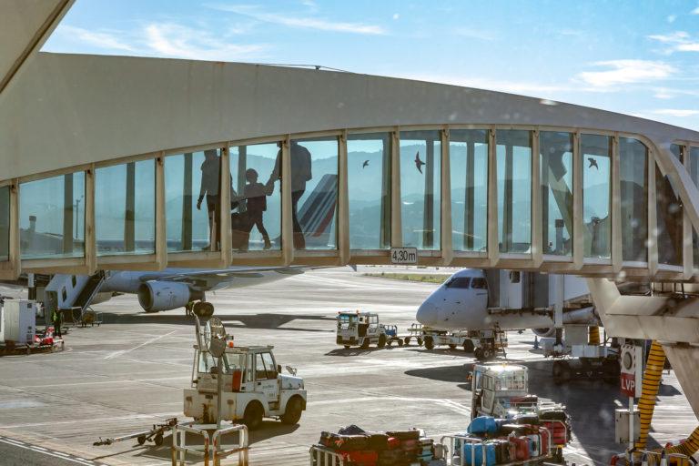 Las restricciones a la movilidad por la COVID-19 motivan un descenso del 84% en el transporte aéreo estatal en noviembre